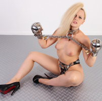 Keira Lavelle on MetalBondage.com