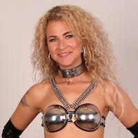 Nikki – belt and bra