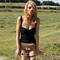 Abigail – outdoors in thigh bands